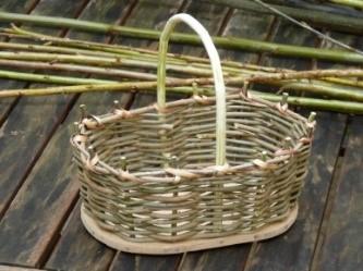 Vannerie fond plein : fabrication d'un petit panier à mûres